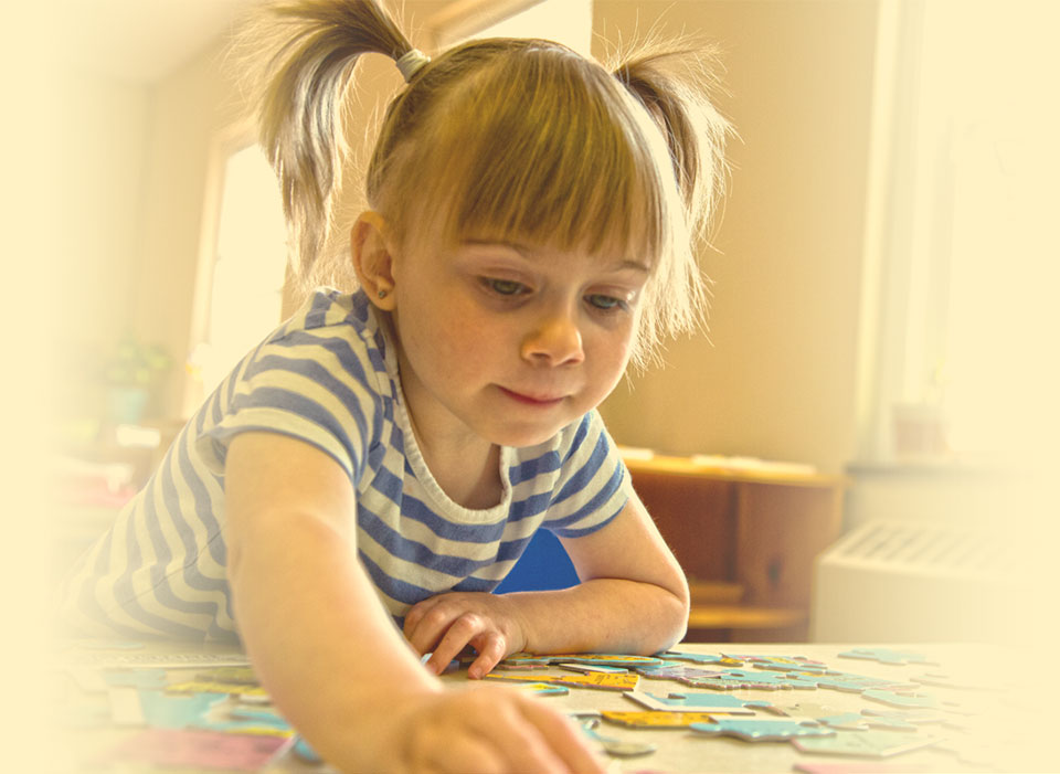 girl-with-puzzle